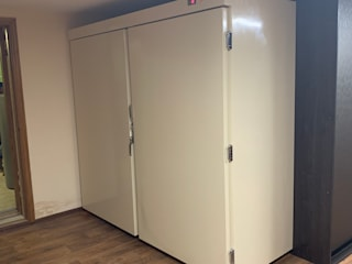 Холодильник для хранения 11 шуб в частном доме на Рублево - успенском шоссе. от Beauty&Cold Классический