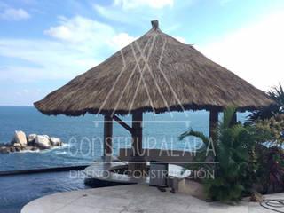 Balcones y terrazas de estilo tropical de Construpalapa Tropical