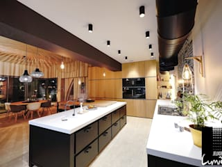 Mise en lumière d'un intérieur et extérieur d'une villa moderne Jeux de Lumière Cuisine moderne