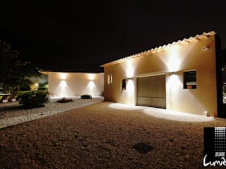 Mise en lumière d'un intérieur et extérieur d'une villa moderne par Jeux de Lumière Moderne