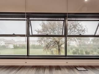 Sistema di facciata continua SL 50 in alluminio a taglio termico Complesso d'uffici in stile industrial di Turri Serramenti Srl Industrial