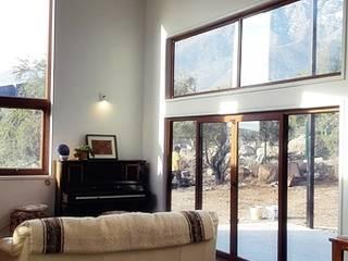 CASA PEÑALOLEN - 191M2 + terraza principal 28M2, terraza acceso 6m2. Livings de estilo moderno de casas cubo Moderno