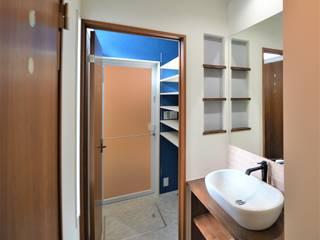 Modern bathroom by Home Plan Kiyotake 一級建築士事務所 ㈱清武建設 Modern