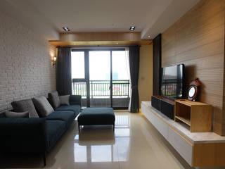 在城市,打造 優雅品味方程式 现代客厅設計點子、靈感 & 圖片 根據 雅和室內設計 現代風