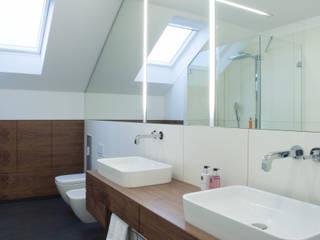 Baden im Dachgeschoss 2 Moderne Badezimmer von Dielen Innenarchitekten Modern