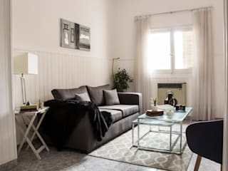 Eclectic style living room by CLAUDIA BREPPE Eclectic