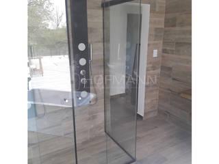 Modern Bathroom by HOFMANN - DESARROLLOS EN VIDRIO Y METAL Modern