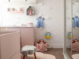 Quarto da Antônia JuBa - Arquitetando Ninhos Quarto infantil moderno Rosa