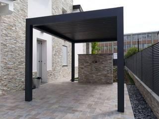 Minimalistyczny balkon, taras i weranda od RGM srl Minimalistyczny
