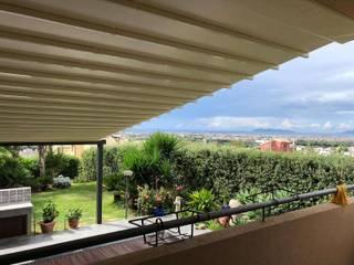 Śródziemnomorski balkon, taras i weranda od RGM srl Śródziemnomorski
