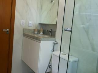 Moderne Badezimmer von Paula De Zorzi | Design + Interiores Modern
