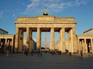 Brandenburg Gate por Sofia Aleixo-Homify Industrial