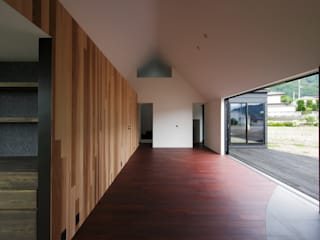 ARAY キューボデザイン建築計画設計事務所 モダンデザインの リビング