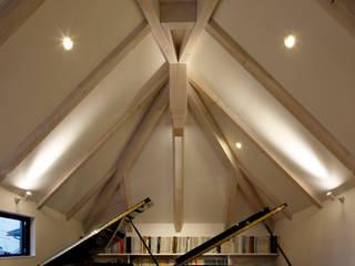 M4 キューボデザイン建築計画設計事務所 モダンデザインの リビング