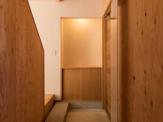 北の家 モダンスタイルの 玄関&廊下&階段 の アトリエモノゴト 一級建築士事務所 モダン