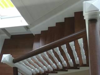 Лестница из массива ясеня от WoodWorking Studios Классический