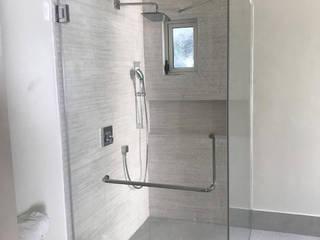 casa tita Baños modernos de INSU GLASS SA DE CV Moderno