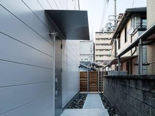 House KN モダンスタイルの 玄関&廊下&階段 の HAMADA DESIGN モダン