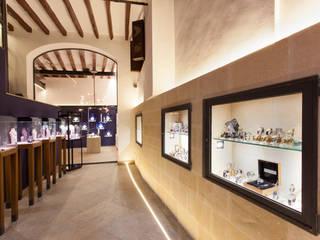 REFORMA LOCAL JOYERIA Pasillos, vestíbulos y escaleras de estilo minimalista de FOCUS Arquitectura Minimalista