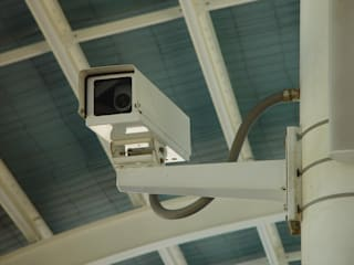 Residential security camera installation in Los Angeles first digital surveillance Los Angeles Livings de estilo moderno Cobre/Bronce/Latón Ámbar/Dorado