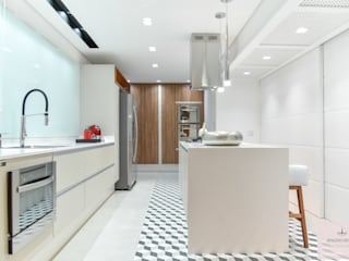 COZINHA APARTAMENTO Cozinhas modernas por Spazzio Design Moderno
