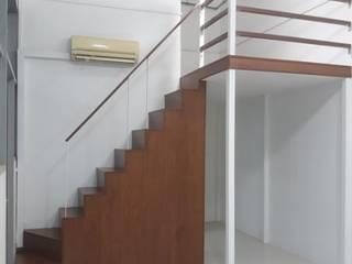 Create a Bed Loft (a.k.a. Furniture Deck or Mezzanine Floor) Rustic style study/office by BedLoft Rustic
