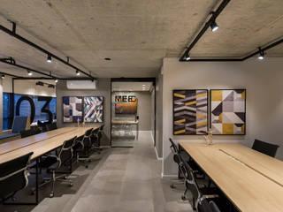 Coworking Ufo Zona Sul Espaços comerciais industriais por Estúdio AZ Arquitetura Industrial