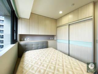 Chambre minimaliste par ISQ 質の木系統家具 Minimaliste