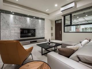 Ruang Keluarga Modern Oleh SING萬寶隆空間設計 Modern