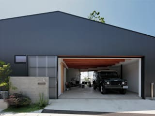 Garage/Rimessa in stile moderno di arc-d Moderno