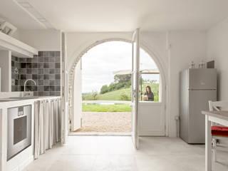 Luca Bucciantini Architettura d' interni Salones de estilo minimalista Hormigón Blanco