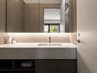 Salle de bain moderne par 辰境室內裝修設計有限公司 Moderne