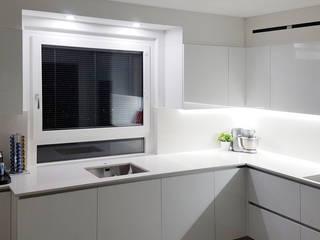 Sostituzione finestra ad un'anta con sottoluce fisso e veneziana integrata Finextra Finestre in PVC Bianco