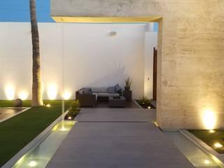 Diseño y Construcción de Patio Pasillos, vestíbulos y escaleras modernos de Merarki Arquitectos Moderno