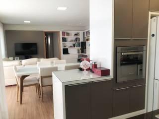 Modern kitchen by NEUSA MORO Modern