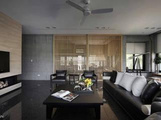 半山建築 现代客厅設計點子、靈感 & 圖片 根據 YHS DESIGN 現代風