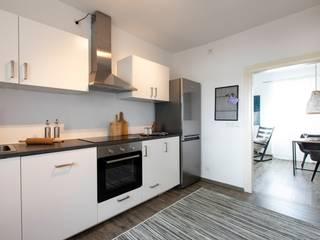 Ausstattung einer Ferienwohnung in Weinheim: modern  von CreaDeco,Modern