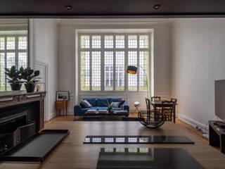 Appartement rue de Bellechasse 75007 Paris Salon moderne par Philippe Conzade Moderne