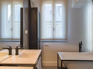 Baños de estilo moderno de Philippe Conzade Moderno