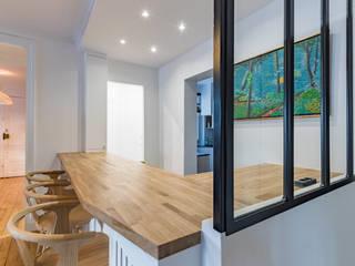 Appartement rue Guersant 75017 Paris Salon moderne par Philippe Conzade Moderne