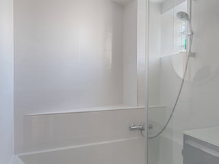 Appartement rue de Téhéran 75008 Paris Salle de bain moderne par Philippe Conzade Moderne