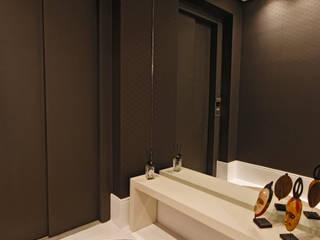 Couloir, entrée, escaliers minimalistes par MONICA SPADA DURANTE ARQUITETURA Minimaliste