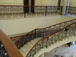 savfer metal sanat atölyesi Corridor, hallway & stairs Stairs Iron/Steel Black