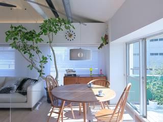 Ruang Makan Gaya Skandinavia Oleh studio m+ by masato fujii Skandinavia