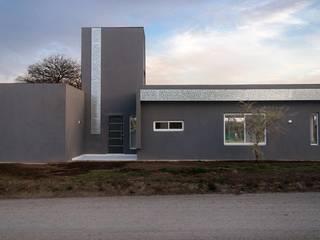 Casa construida en Steel Frame - Sistema de terminación EIFS con revoque plástico. Casas modernas: Ideas, imágenes y decoración de Acedur Moderno