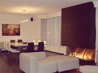 Salas de estilo moderno de CC Blank Studio Moderno