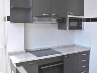 Reabilitação de Apartamento por Buum Design Studio Clássico