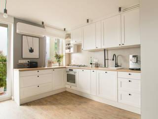 jak w domu Skandynawska kuchnia od Architektura wnętrz new design Skandynawski