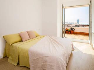 Reforma de vivienda para alquilar Sant Antoni Mª Claret, Barcelona Dormitorios de estilo mediterráneo de Marina Sezam Mediterráneo