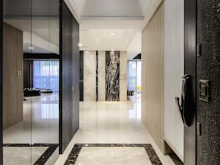 Modern Corridor, Hallway and Staircase by 拓雅室內裝修有限公司 Modern